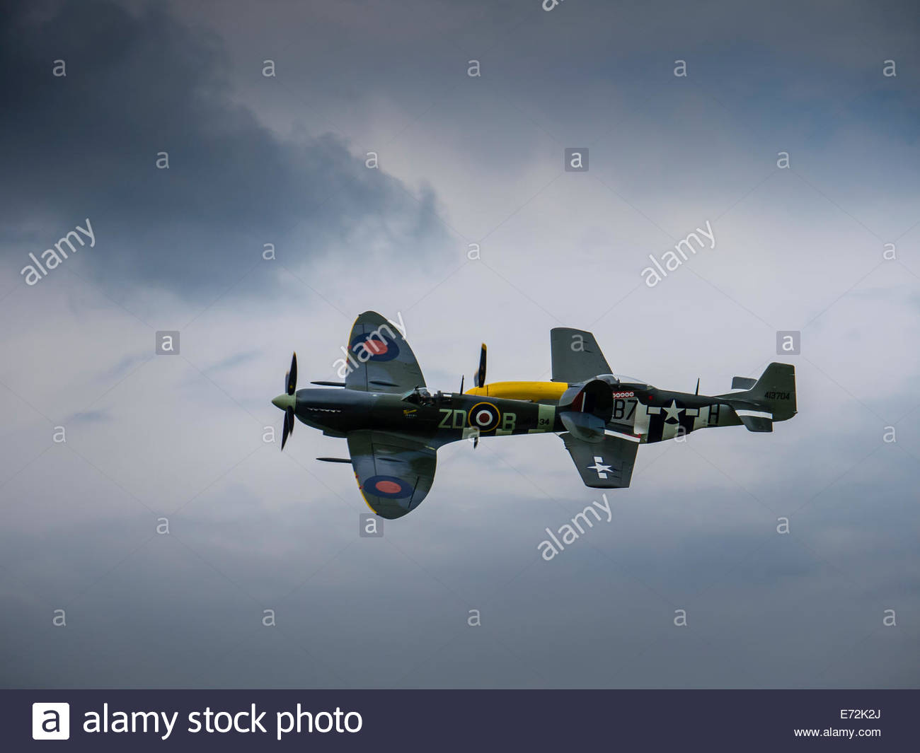 Dunsfold England Spitfire and Mustang in close formation - Stock Image