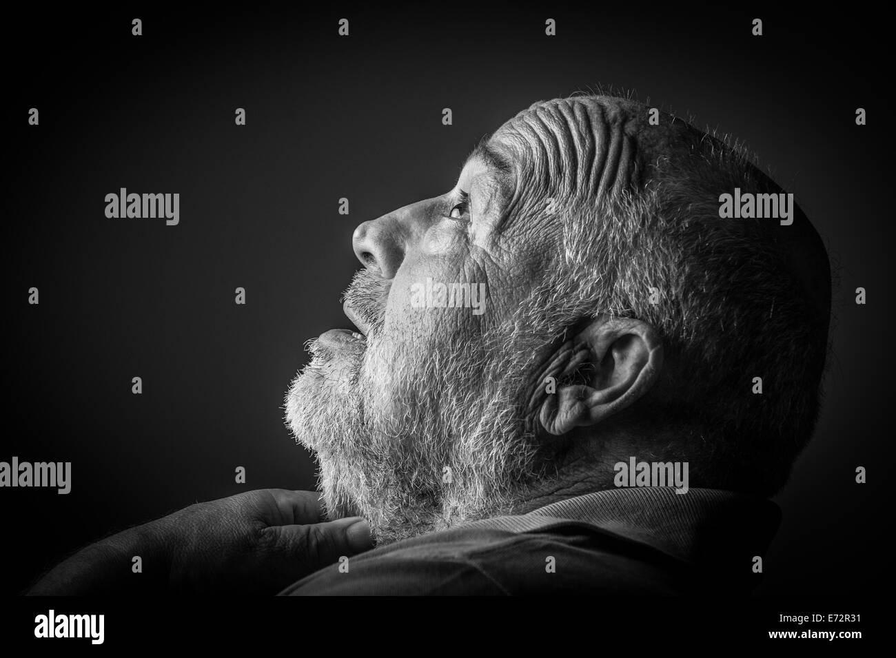 old man choking - Stock Image