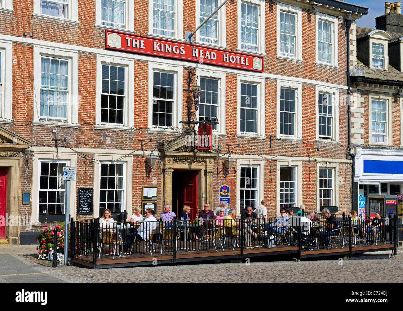 The Kings Head Hotel, in the Market Square, Richmond, North yorkshire, England UK - Stock Image