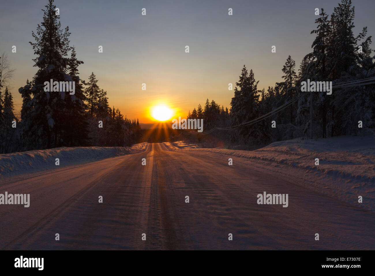 winter road in direct light in Gällivare  swedish lapland - Stock Image