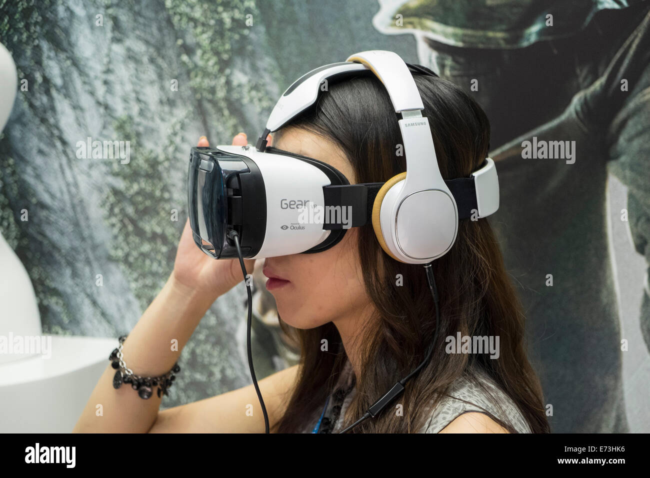 d8e5ef968ae Gear Vr Stock Photos   Gear Vr Stock Images - Alamy