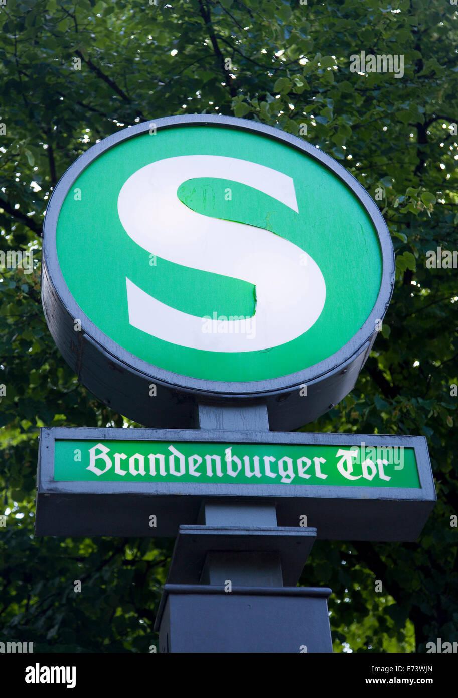 Germany, Berlin, Mitte, Brandenburger Tor, Brandenburg Gate, S-Bahn train station sign on Unter den Linden. Stock Photo