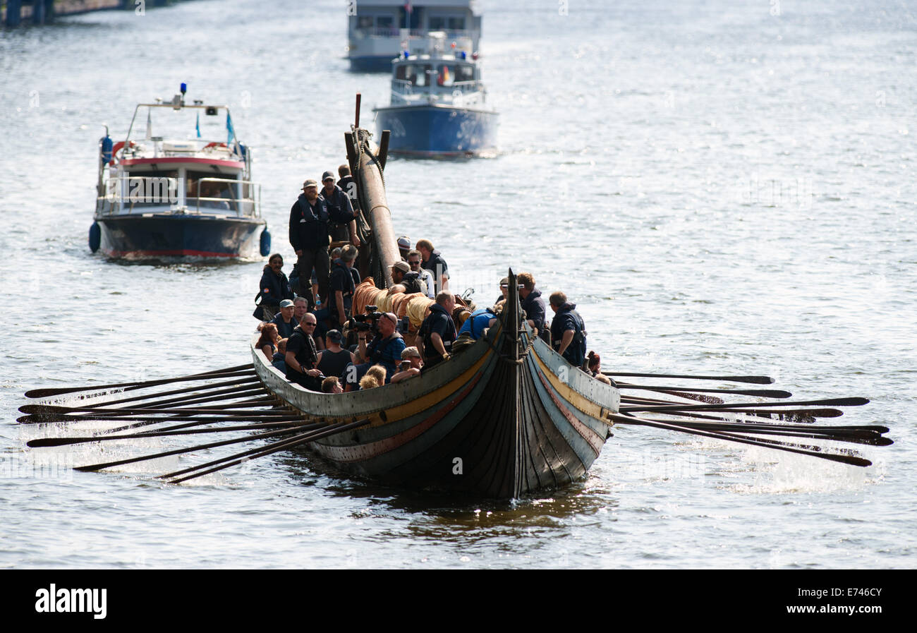 Boats of the river police accompany the vikings ship 'Havhingsten fra Glendalough' (Sea stallion of Glendalough) - Stock Image