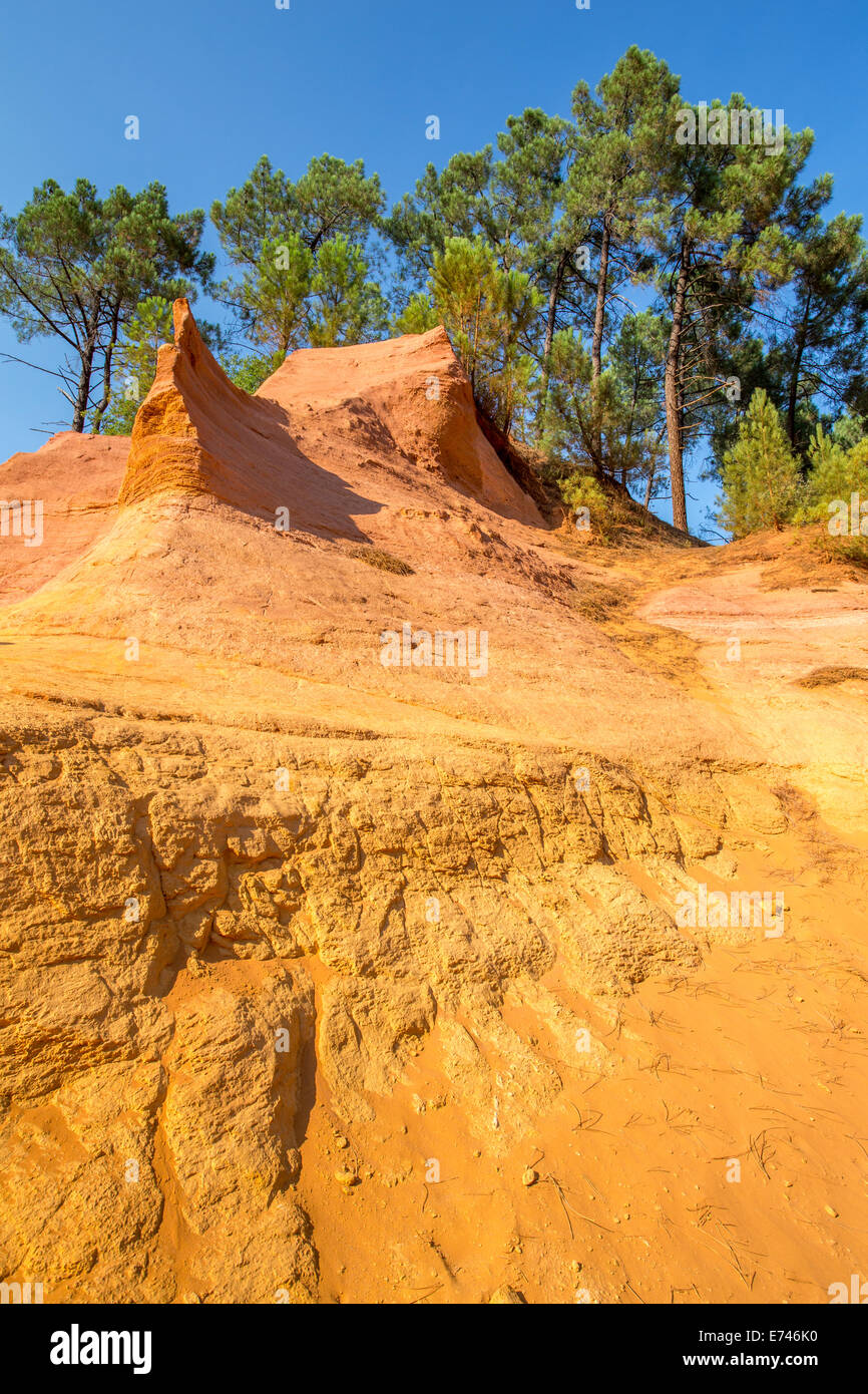Roussillon ochre rock deposits, Luberon, Provence, France - Stock Image