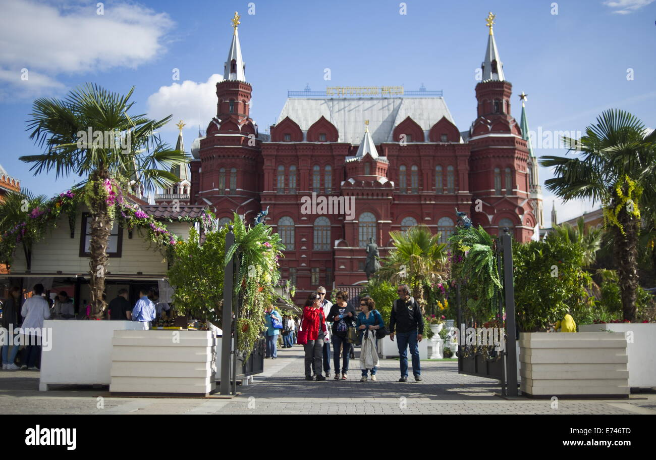 ITAR-TASS: MOSCOW, RUSSIA. SEPTEMBER 4, 2014. Manezh Square is decorated ahead of Moscow city day celebration. (Photo Stock Photo