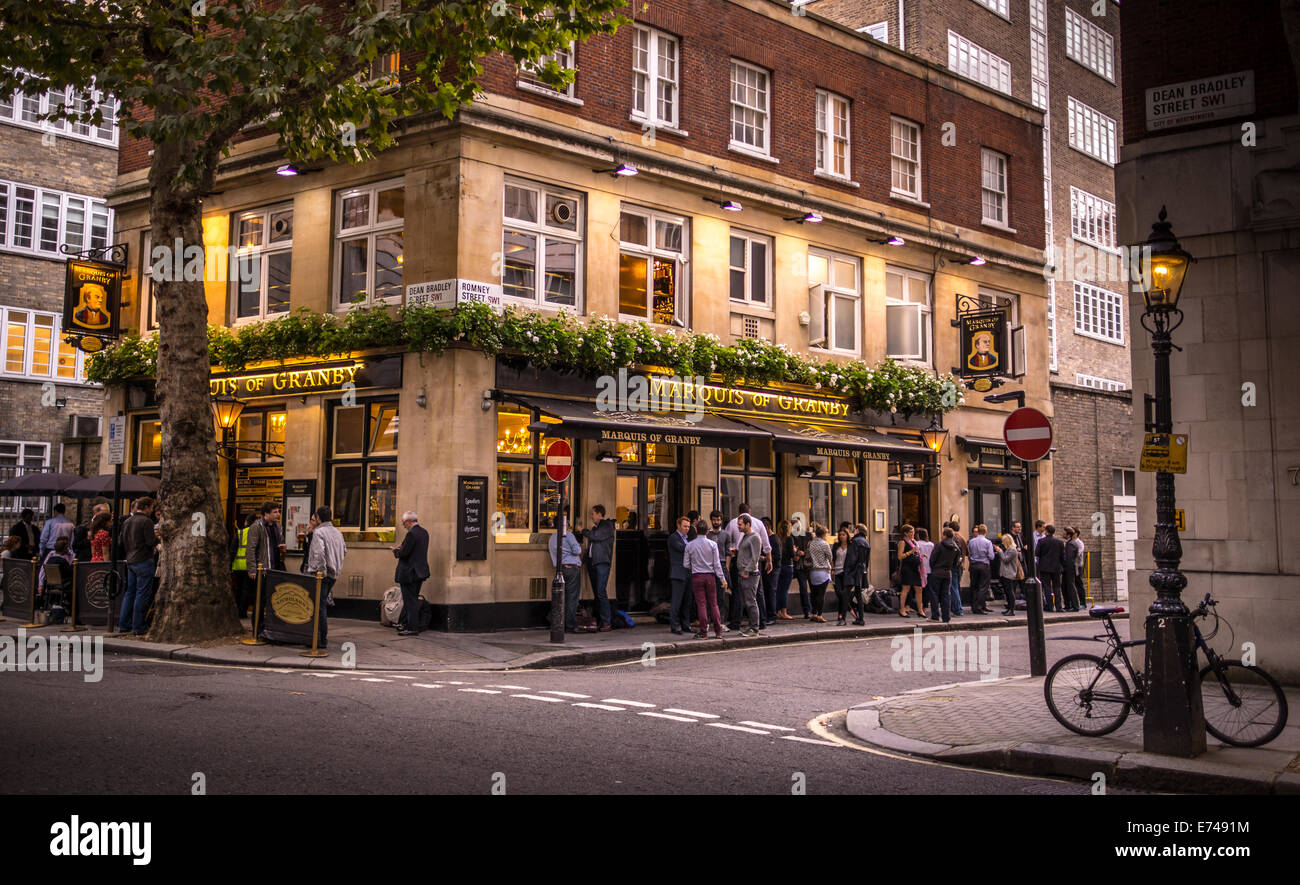 AFTER WORK DRINKERS OUTSIDE WESTMINSTER PUB,MARQUES OF GRANBY, HAPPY HOUR,SMOKERS,NEAR HOME OFFICE, SMITH SQUARE, - Stock Image