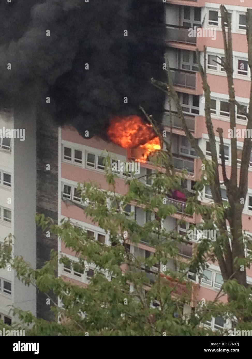 Bristol, UK. 6th September, 2014. One person died in a major fire in a Block of Flats in Bristol. Firefighters,police - Stock Image