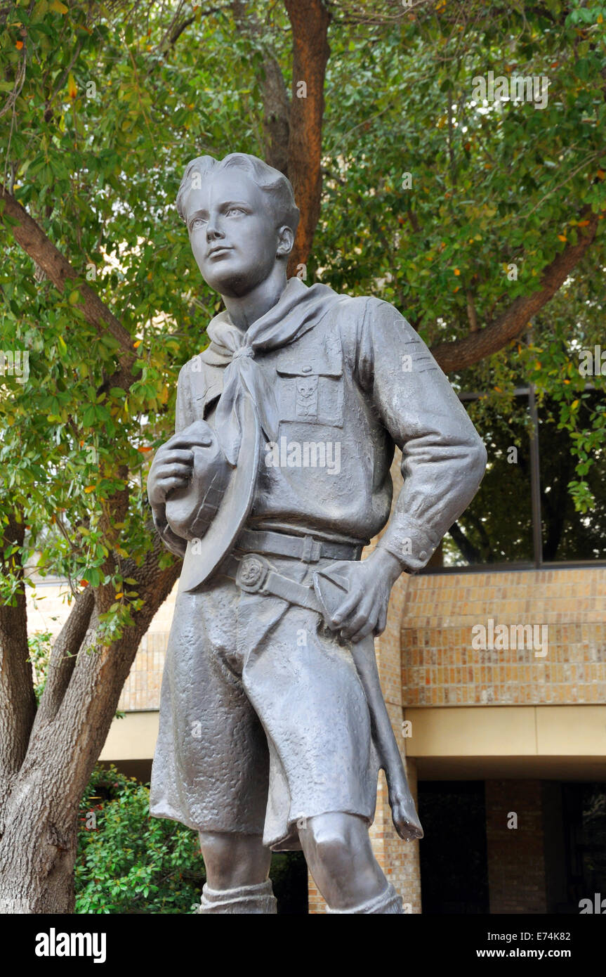 Boy Scout sculpture in front of the National Scouting Museum in Irving, Texas, USA - Stock Image