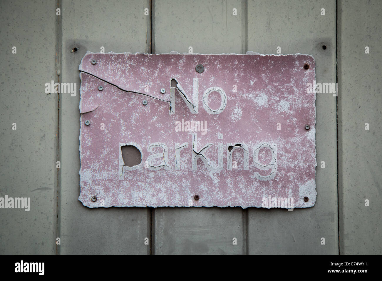 distressed, old, 'no parking' sign - Stock Image
