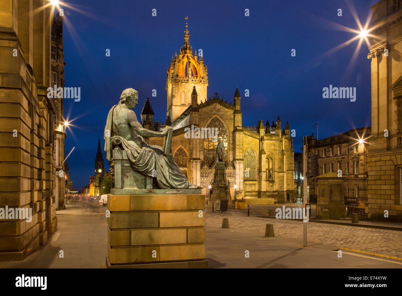 Twilight view down the Royal Mile with St. Giles Cathedral and statue of Scottish philosopher David Hume, Edinburgh, - Stock Image