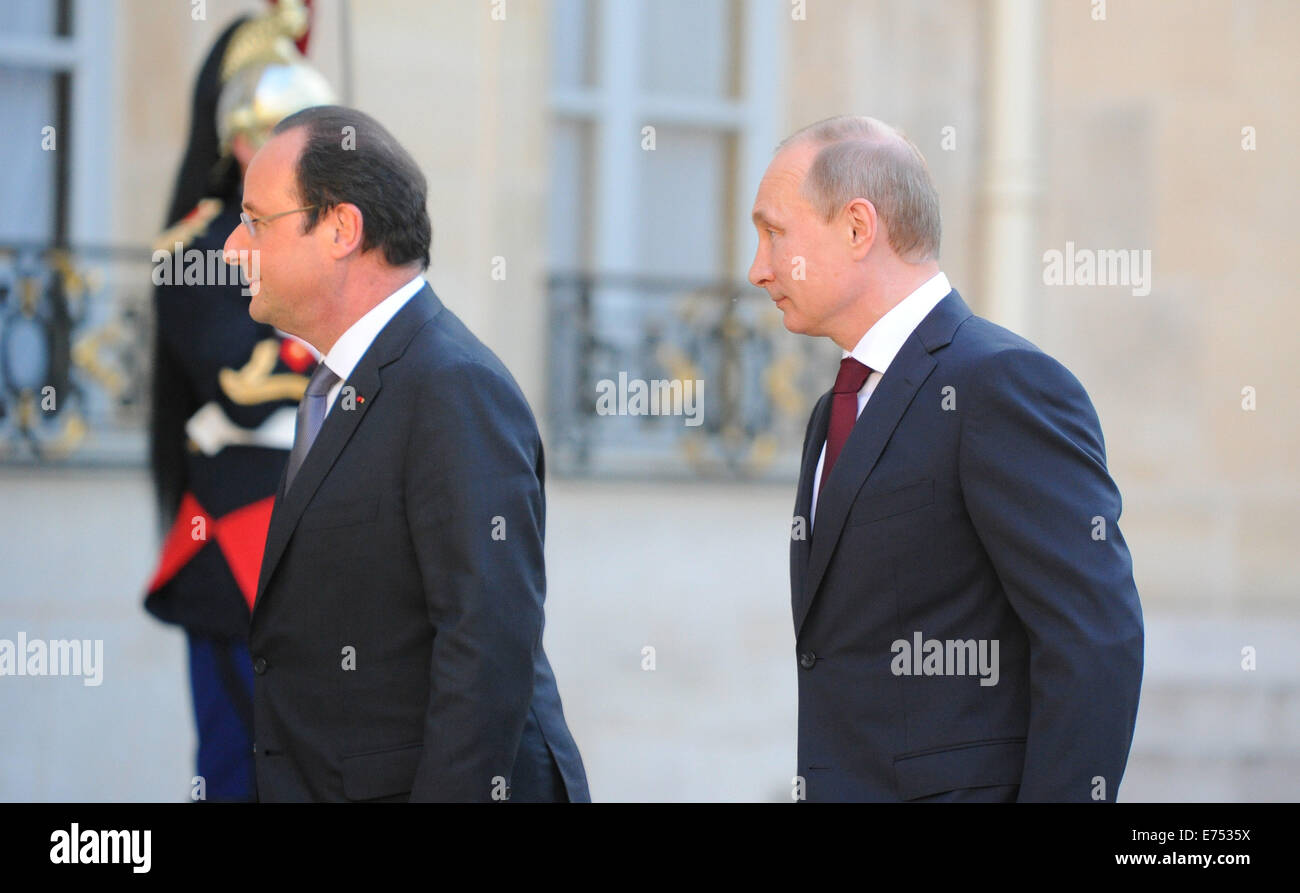Russian President Vladimir Putin meets French President Francois Hollande at the Elysee Palace in Paris - Stock Image
