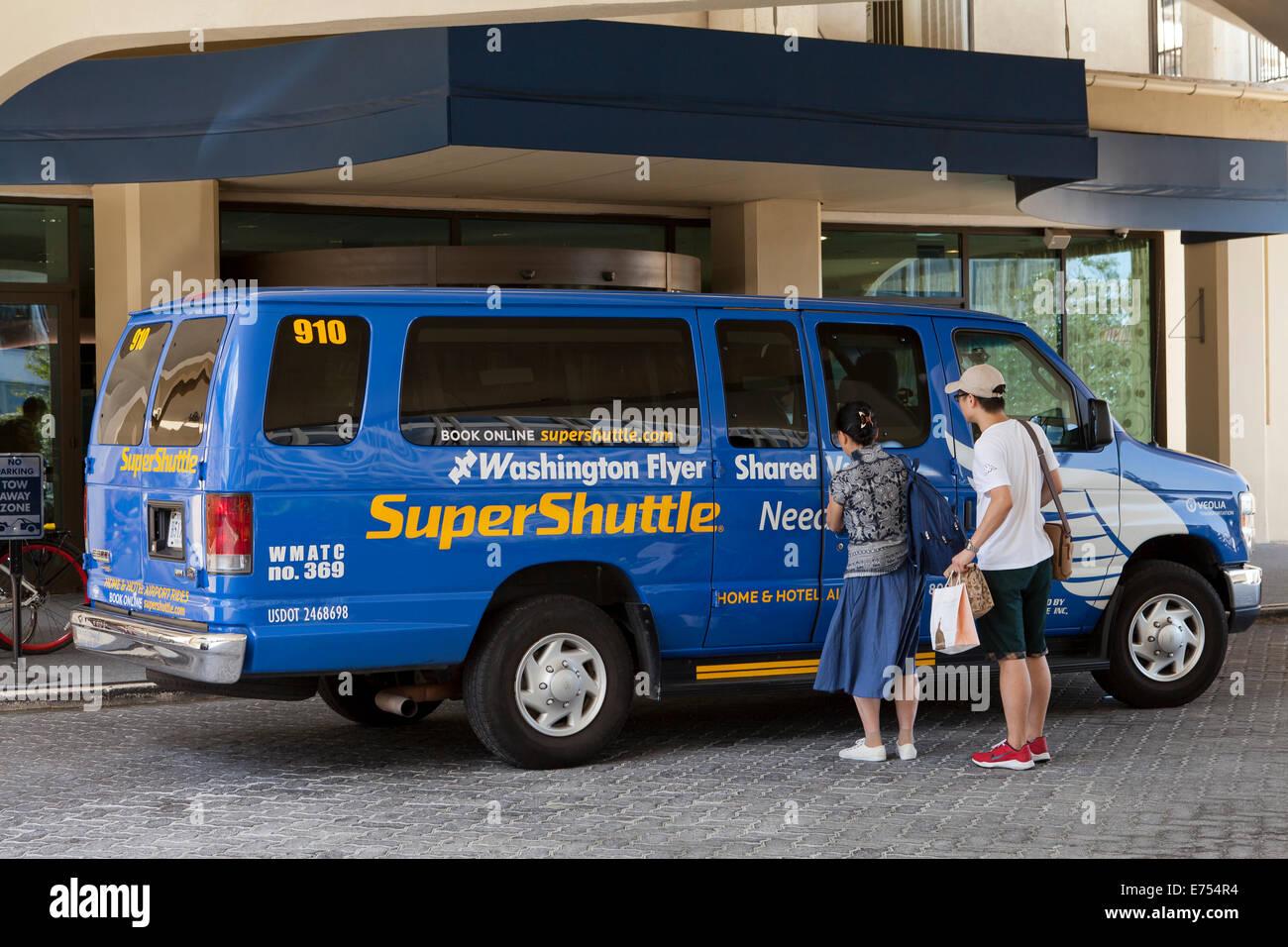 Washington Flyer Super Shuttle service van picking up travelers from hotel - Washington, DC USA - Stock Image
