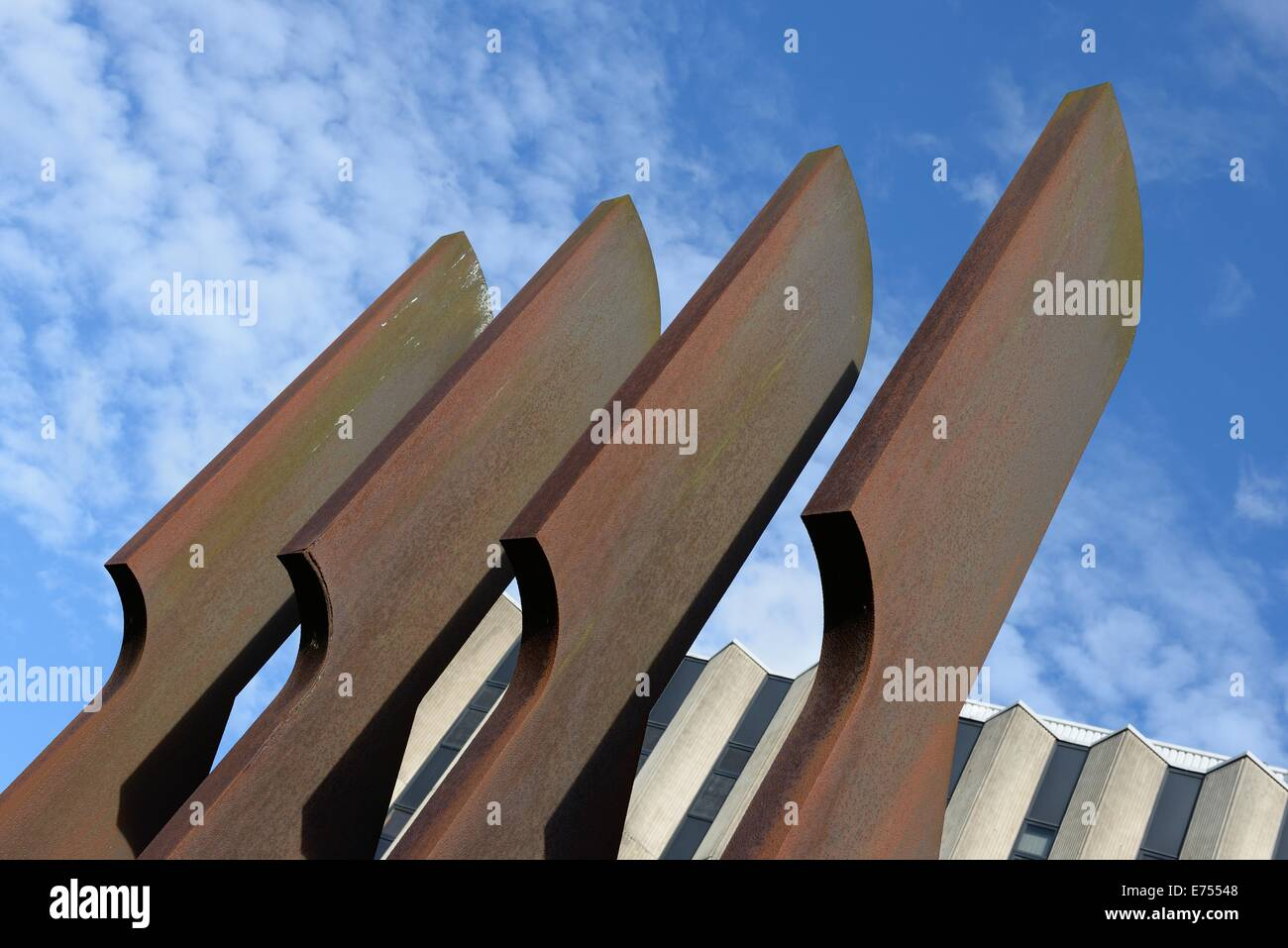 The sculpture at Strathclyde University called 'Callanish' (Steel Henge) by Gerald Laing - Stock Image