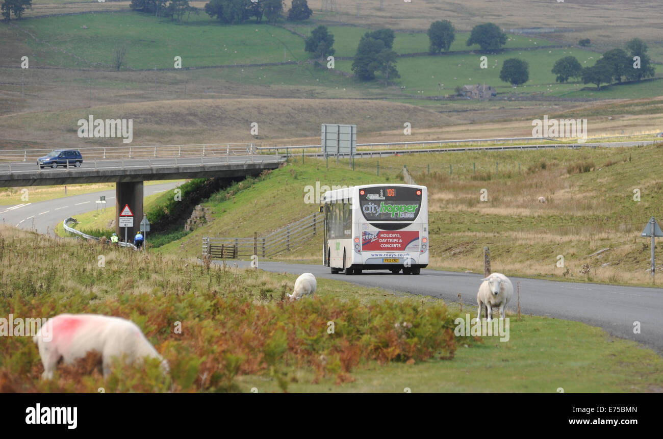 RURAL BUS SERVICE TRAVELLING ALONG ROAD NEAR SHAP IN THE LAKE DISTRICT RE COUNTRY LIVING TRANSPORT PUBLIC SERVICES Stock Photo