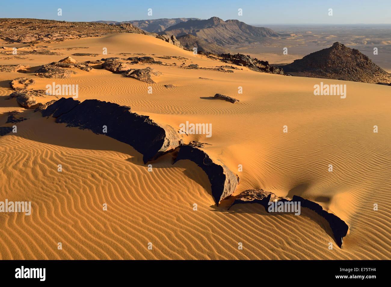 Western escarpment of Tadrart plateau, Tassili n'Ajjer National Park, Unesco World Heritage Site, Algeria, Sahara - Stock Image