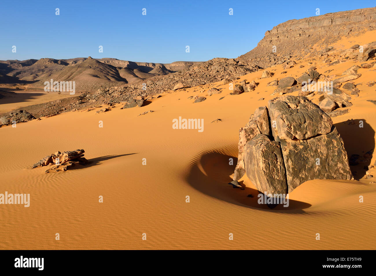 Western escarpment of Tadrart plateau, Tassili n'Ajjer National Park, Unesco World Heritage Site, Algeria, Sahara - Stock Image