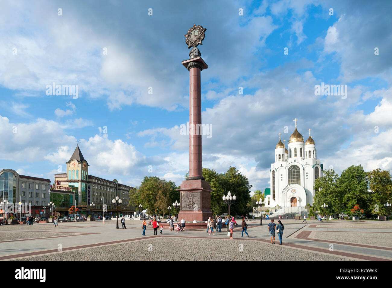 Victory Column with a stylized medal, World War II, Victory Square, Russian Orthodox Cathedral at the back, Centralnij - Stock Image