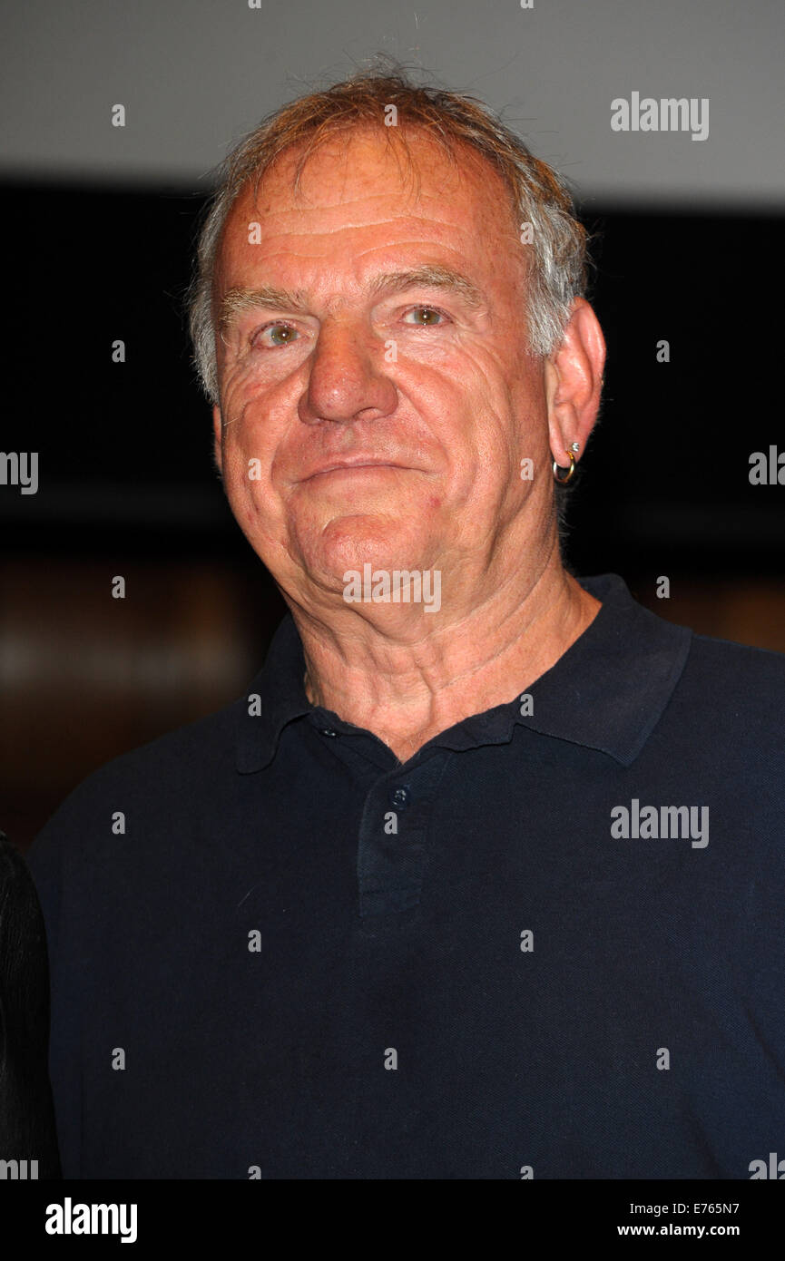 Albert Lee's 70th Anniversary Concert held at Cadogan Hall - Inside  Featuring: Ralph McTell Where: London, - Stock Image