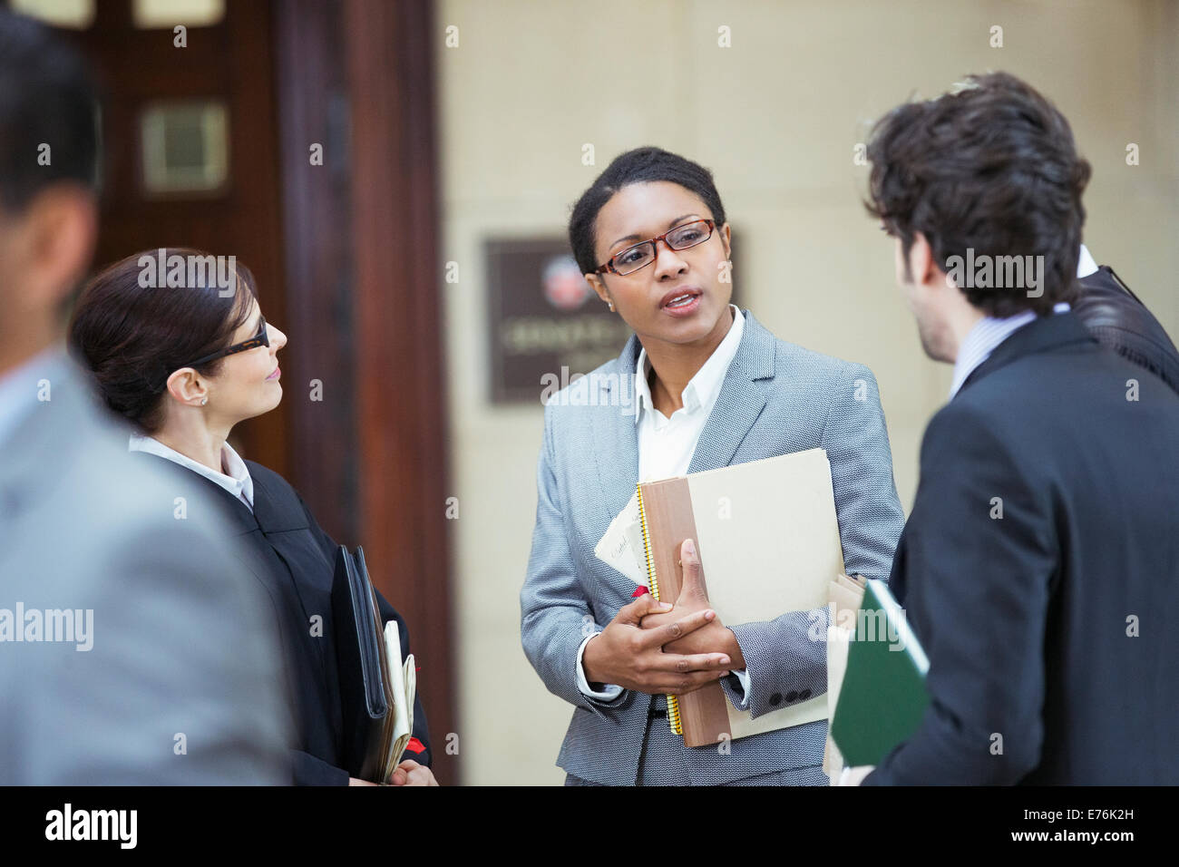 Lawyers talking outside courtroom - Stock Image