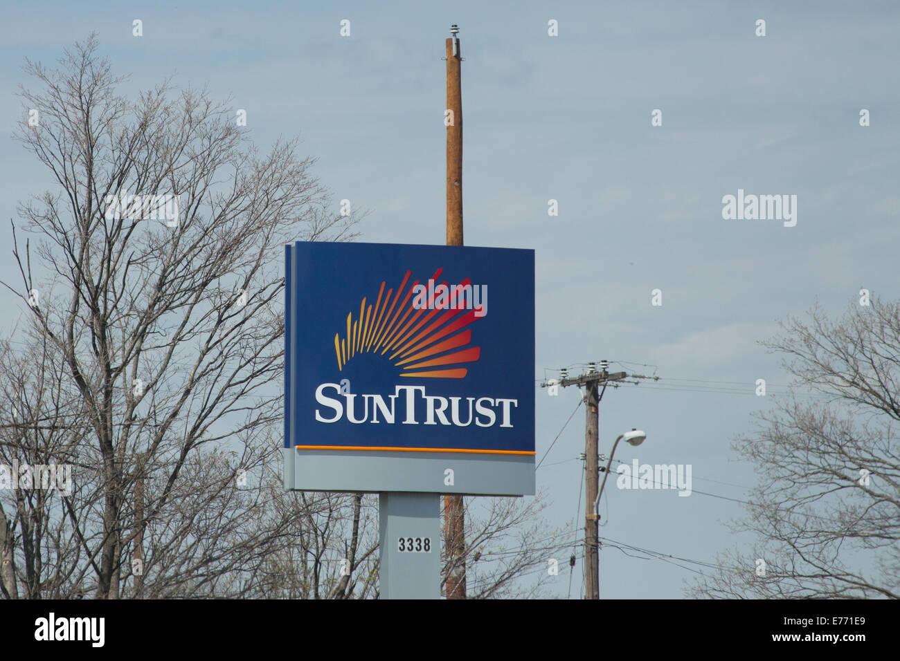 Suntrust Bank sign Stock Photo: 73298913 - Alamy