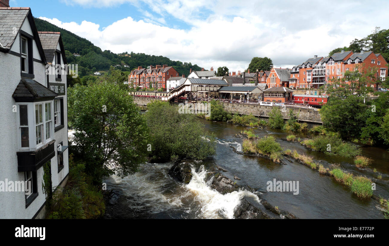 A view of Llangollen railway station and the River Dee in  Denbighshire, North Wales, UK  KATHY DEWITT Stock Photo