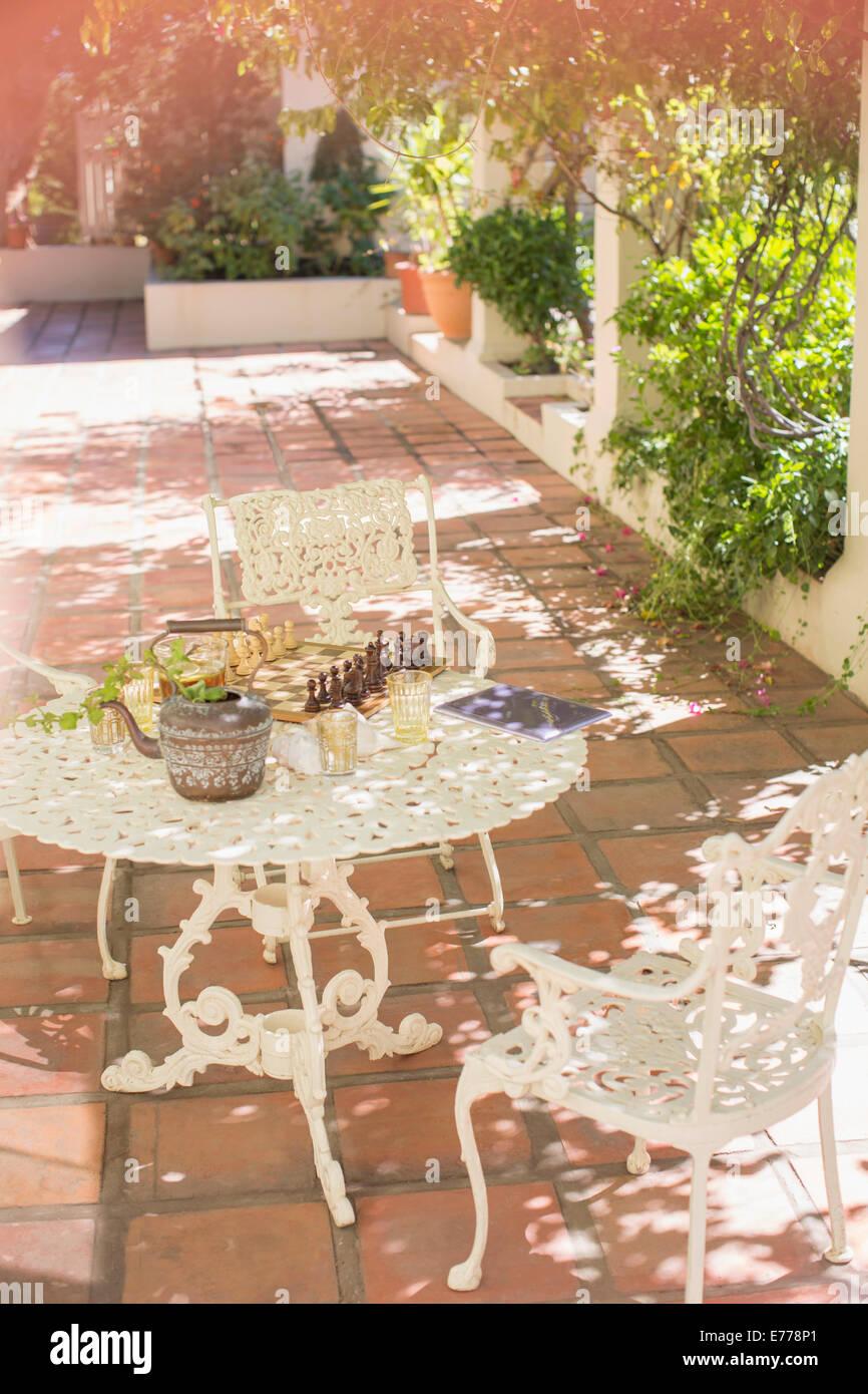 Outdoor dinning table on backyard patio - Stock Image