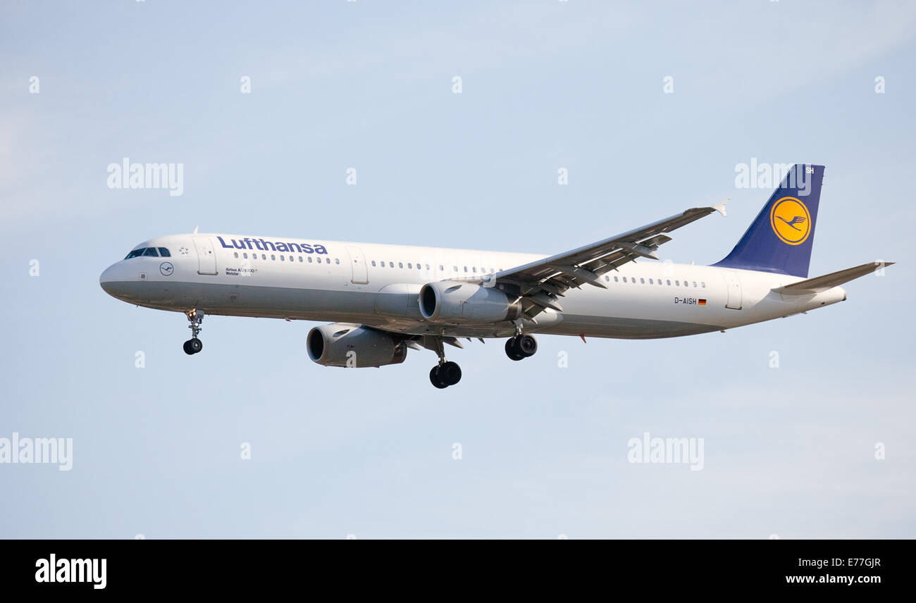 Lufthansa Airbus a321 D-AISH coming into land at London-Heathrow Airport LHR - Stock Image
