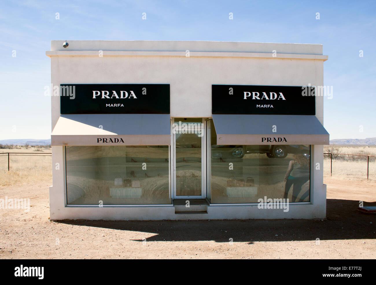 Prada store art installation in the desert in Valentine Texas - Stock Image
