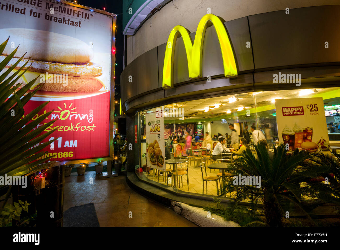 McDonald's restaurant, Ahmedabad, Gujarat, India - Stock Image