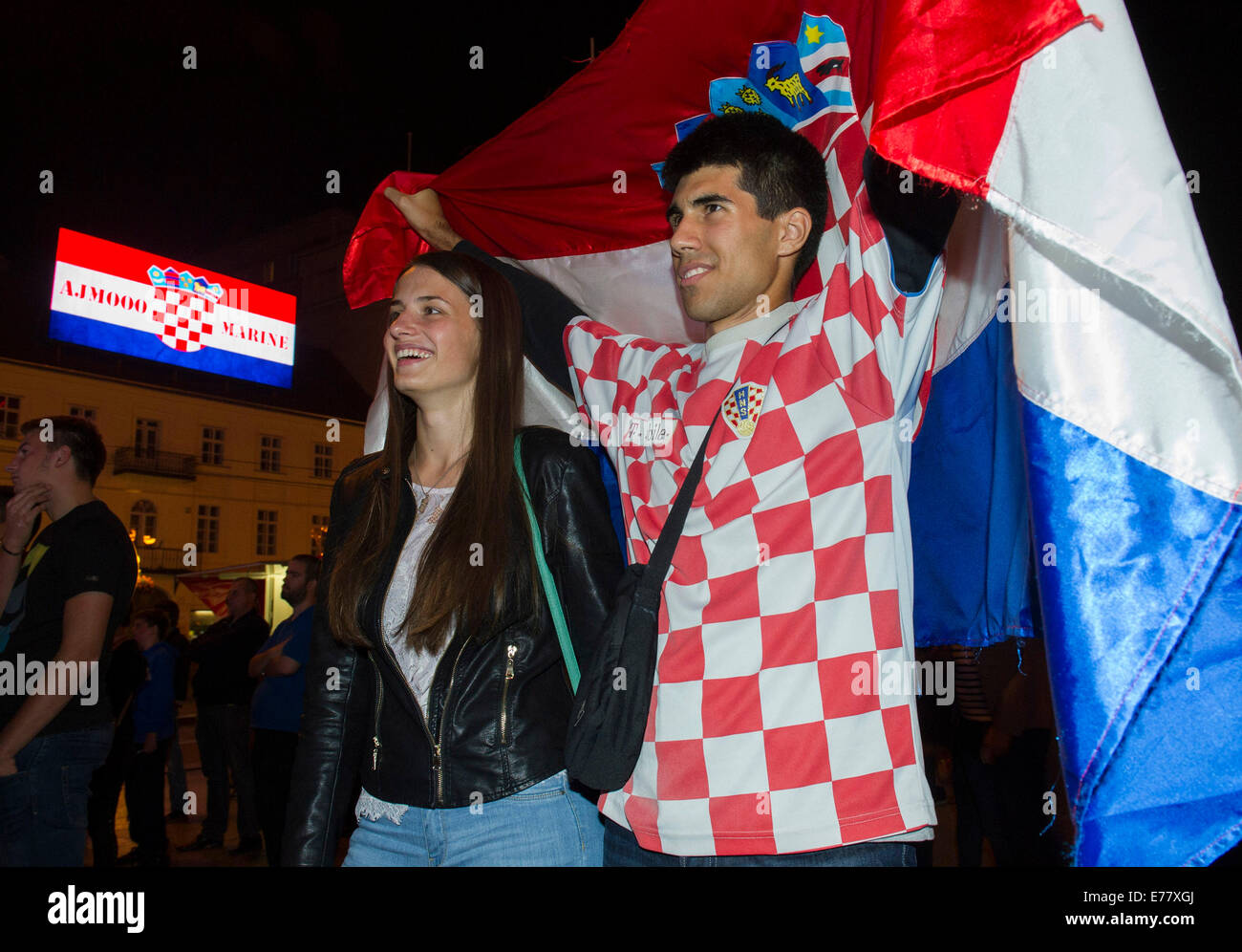 (140909) -- ZAGREB, Sept. 9, 2014 (Xinhua) -- Croatian tennis fans celebrate while watching the televised US Open - Stock Image