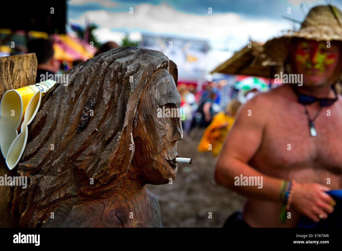 Wood carving with cigarette, Glastonbury Festival. 2014 - Stock Image