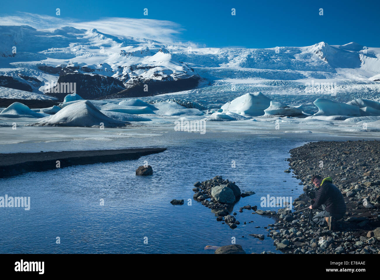 the Vatnajokull Glalcier decending to sea level at Fjallsarlon, eastern Iceland - Stock Image