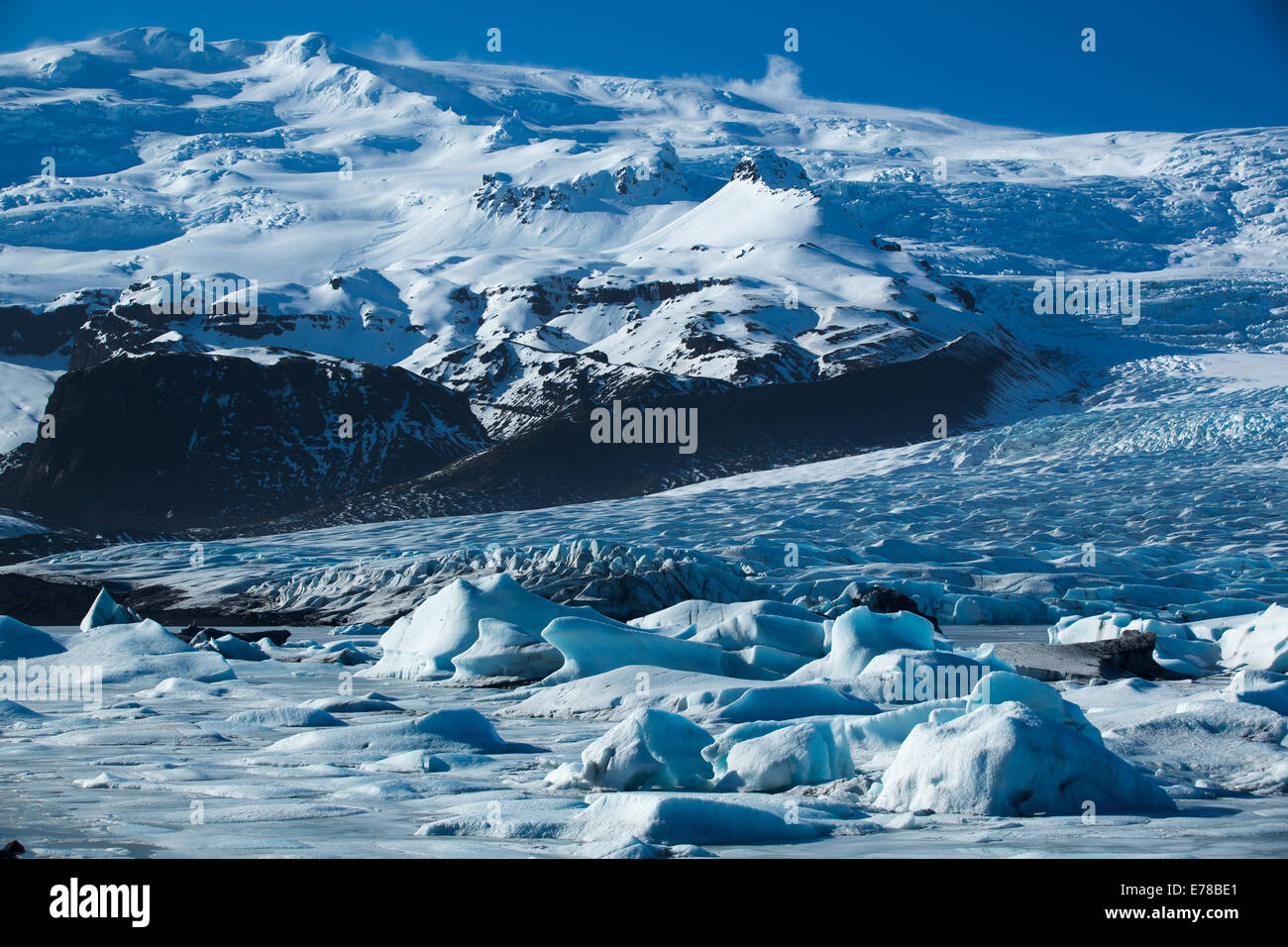 the Vatnajokull Glacier decending to sea level at Fjallsarlon, eastern Iceland Stock Photo