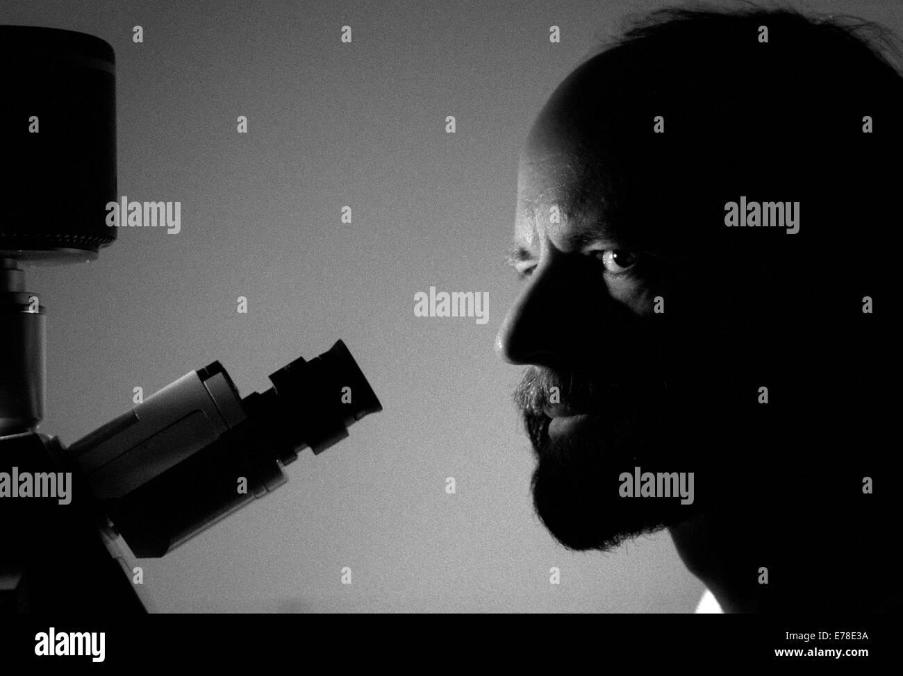 PROFESSOR HUGH PELHAM. MOLECULAR BIOLOGIST AT MRC, CAMBRIDGE, ENGLAND. COPYRIGHT PHOTOGRAPH BY BRIAN HARRIS  © - Stock Image