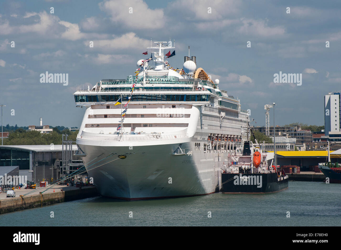 P&O's cruise ship Oceana in port at Southampton, England. - Stock Image
