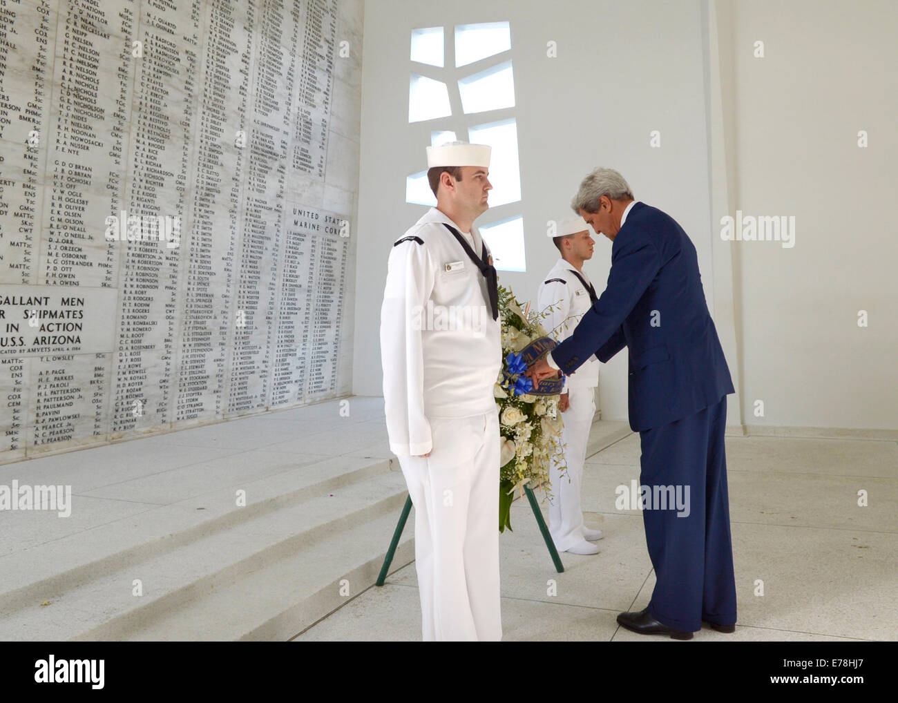 Secretary of State John Kerry, right, visits the USS Arizona Memorial in Pearl Harbor, Hawaii, Aug. 13, 2014. Kerry - Stock Image