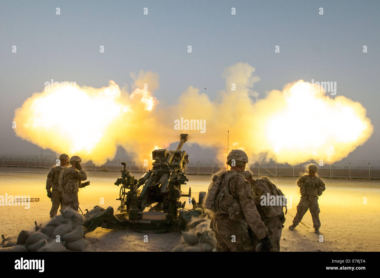 U.S. Soldiers with Alpha Battery, 2nd Battalion, 77th Field Artillery Regiment, 4th Infantry Brigade Combat Team, - Stock Image