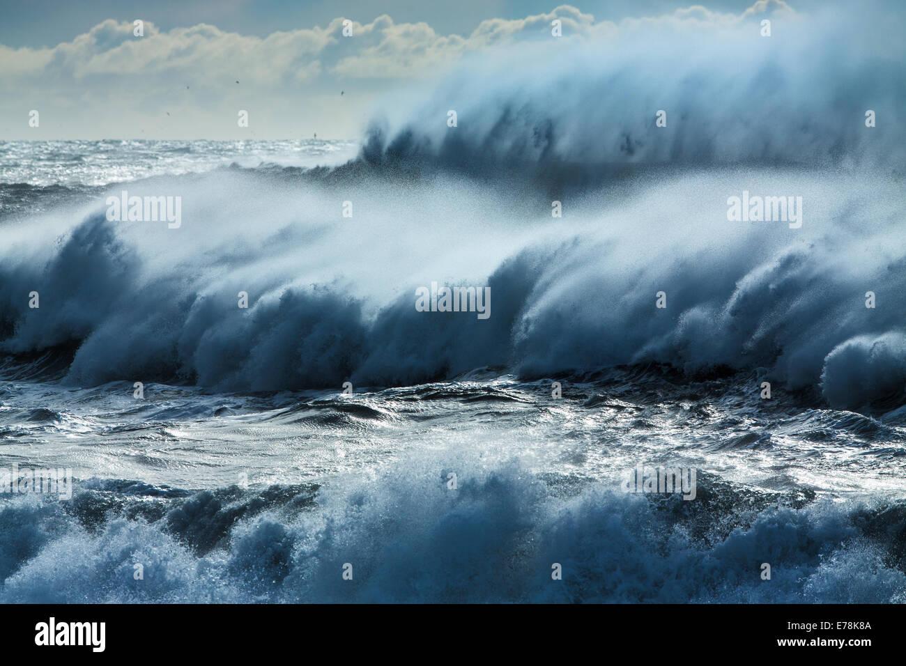 waves breaking on Renisfjara beach, southern Iceland - Stock Image