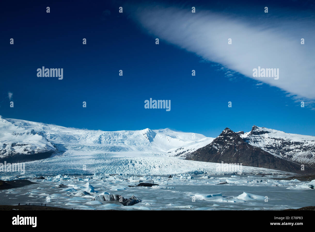 the Vatnajokull Glacier decending to sea level at Fjallsarlon, eastern Iceland - Stock Image