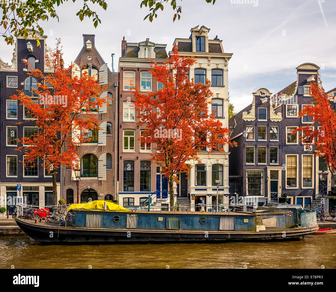 Buildings on canal in Amsterdam - Stock Image