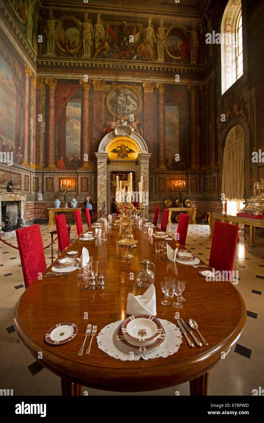 Terrific Grand And Immense Dining Room With Huge Table Red Velvet Uwap Interior Chair Design Uwaporg