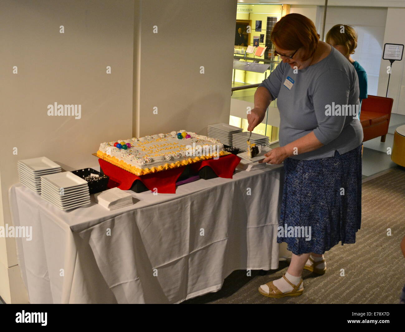 GLAM Philly Day Out Celebration. MMO edits the cake at the Chemical Heritage Foundation - Stock Image