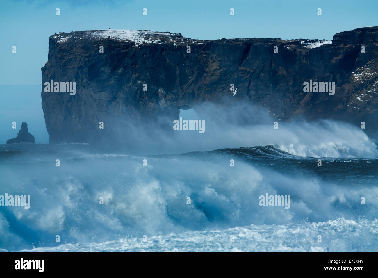 waves breaking on Renisfjara beach in front of the Dyrhólaey headland, southern Iceland - Stock Image