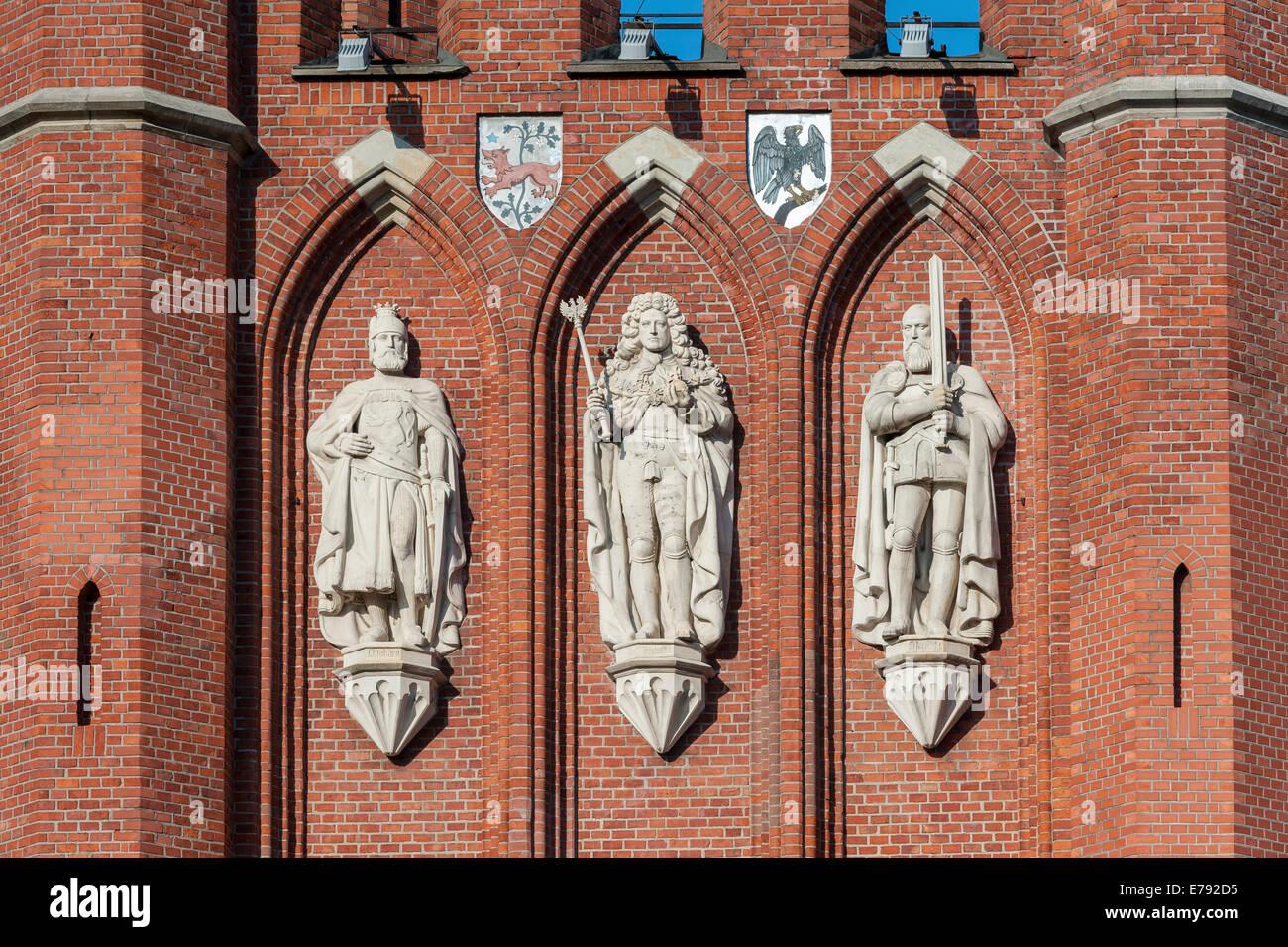 Sandstone statues at the King's Gate, left Bohemian King Ottokar II., centre King Frederick I, right Albrecht - Stock Image