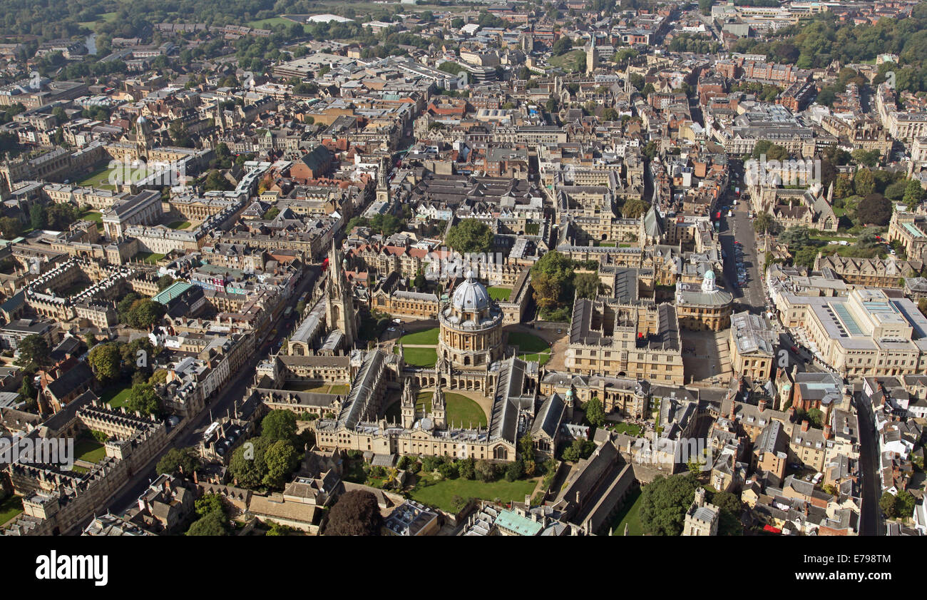 aerial view of Oxford city centre with University Colleges and the Bodleian Library prominent - Stock Image