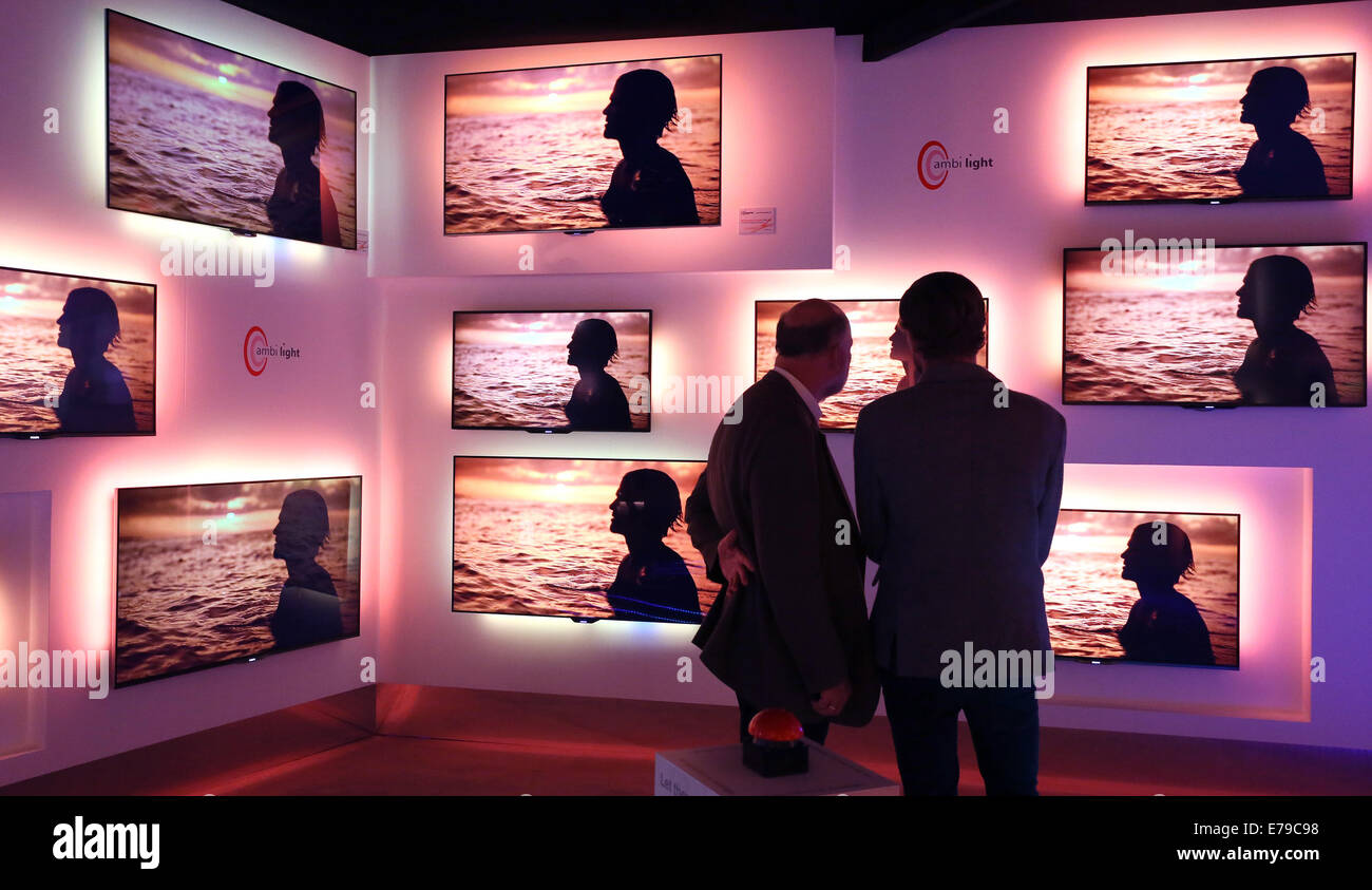 Philips Tv Stock Photos & Philips Tv Stock Images - Alamy