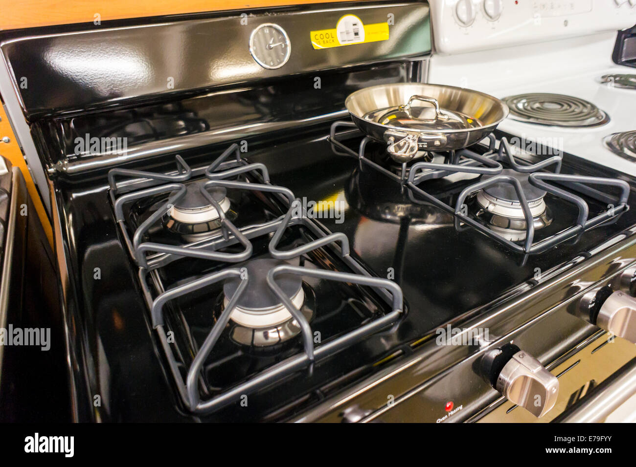 A General Electric Gas Stove In A Home Depot In New York Stock Photo Alamy