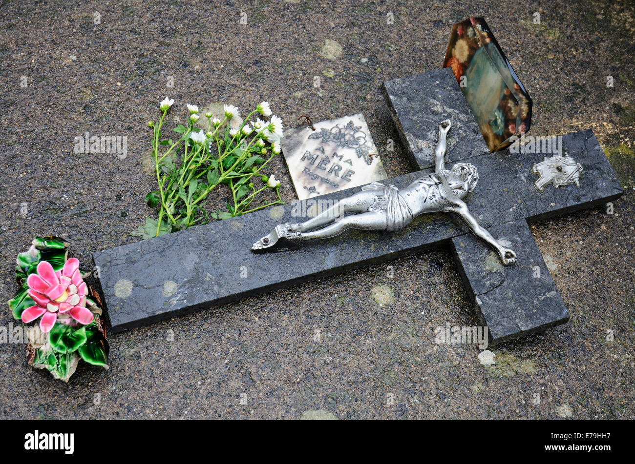 Cross decorating a tomb in Paris graveyard, France, Europe - Stock Image