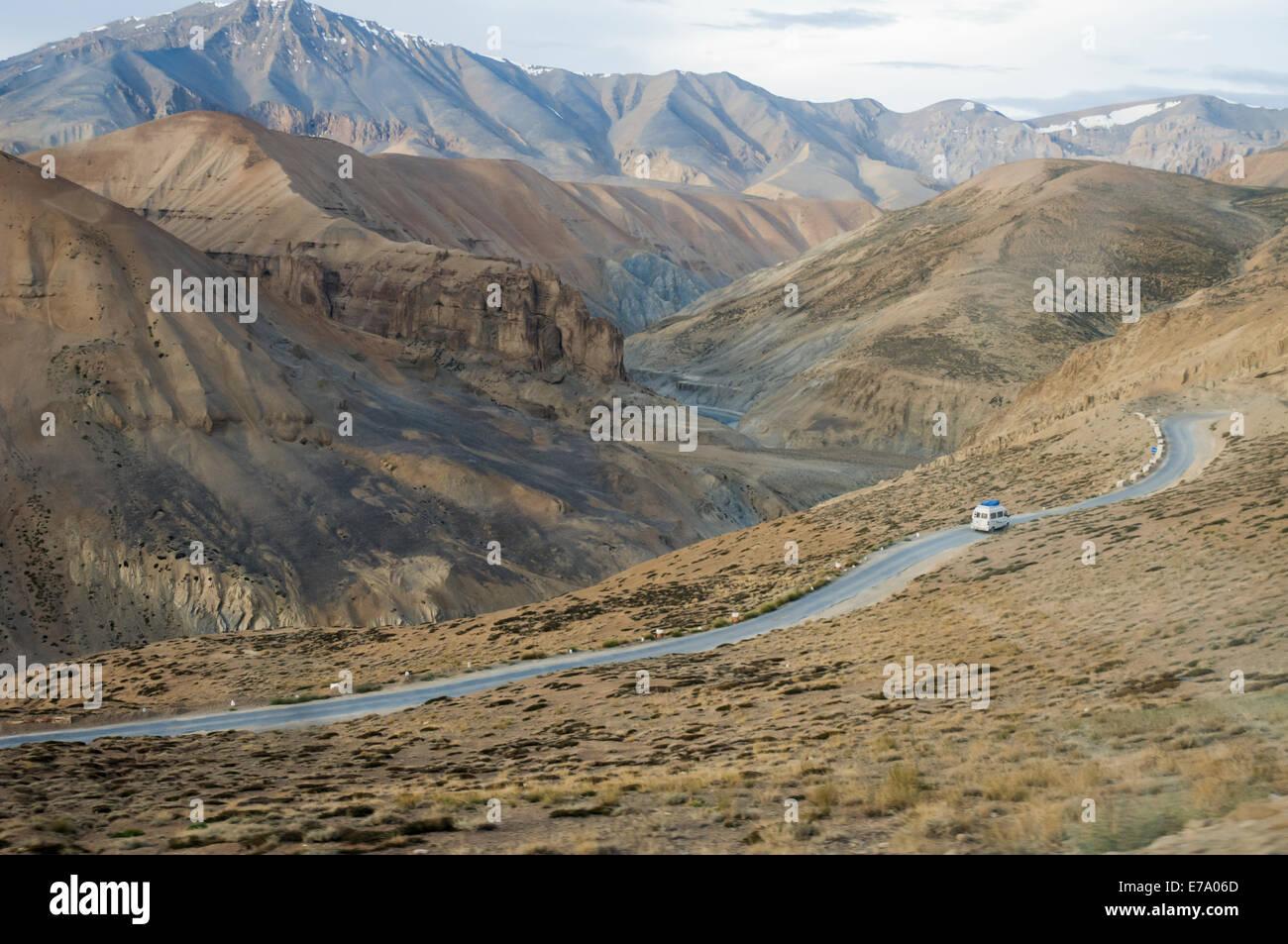 On the Leh to Manali road, south of the Tanglang or Taglang La (pass) - Stock Image