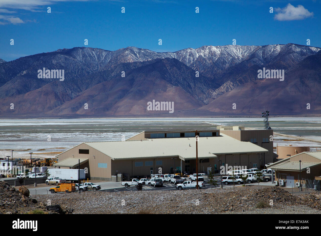 LA Dept of Water and Power Keeler Yard and Owens Lake (mainly dry salt lake), Owens Valley, and Sierra Nevada Mountain - Stock Image